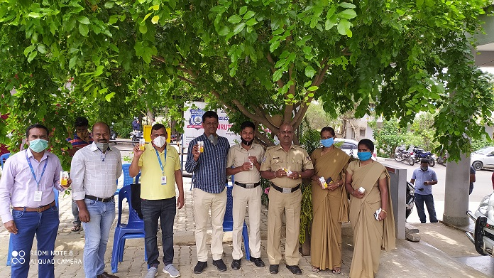 Prolyte_packs distributed to Bangalore police (1)