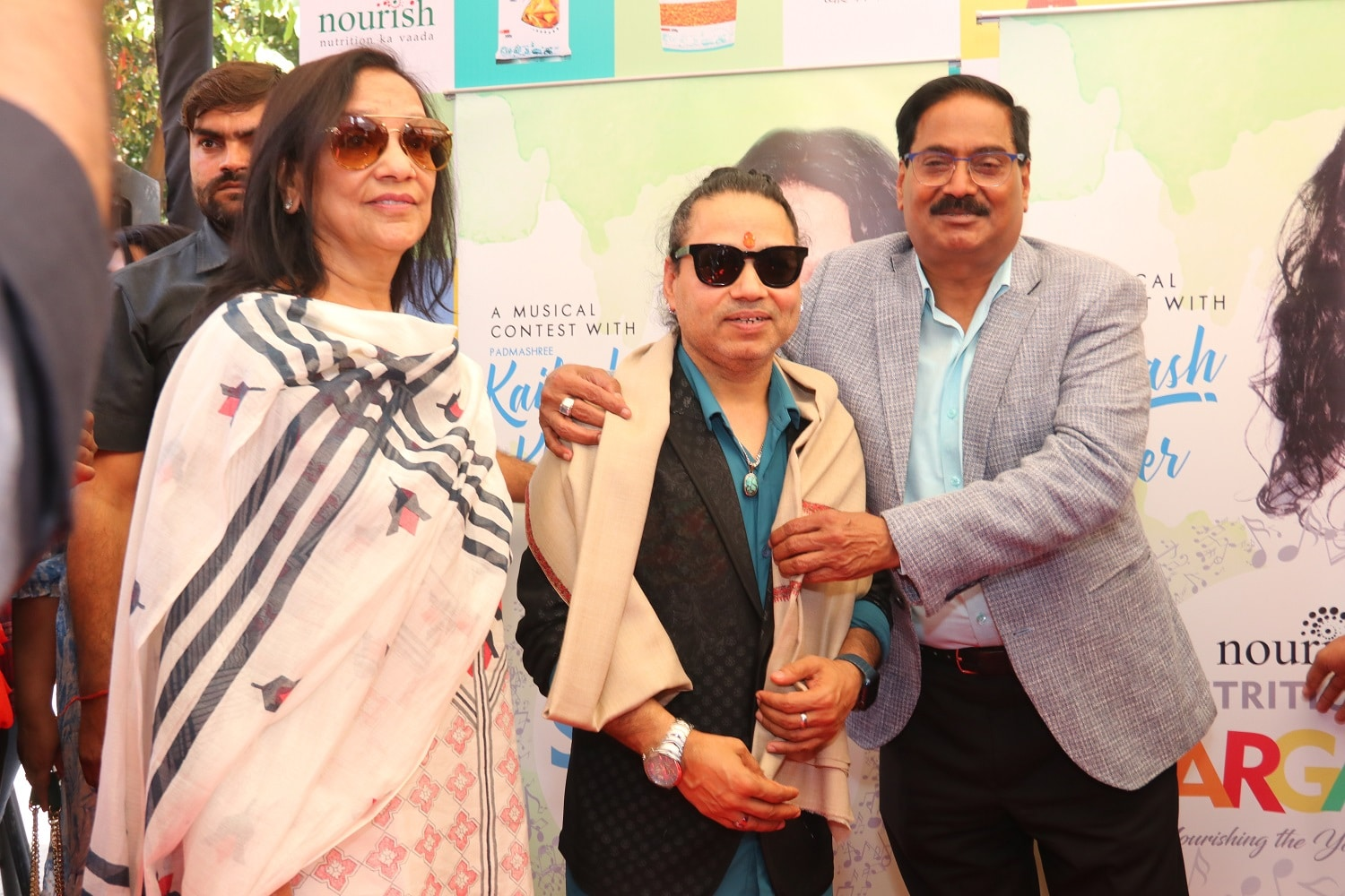 Ghanshyam-Khandelwal-Managing-Director-BL-Agro-with-Bollywood-Singer-Kailash-Kher-at-the-opening-of-Nourish-store-at-Janpath.jpg